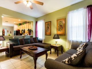 Newly furnished close to Disney large 3 bedroom, Kissimmee