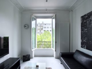 Furnished Two-Bedroom Suites Near Arc de Triomphe*