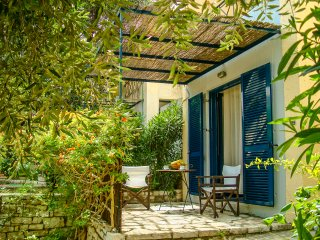 MANTO ON BEACH APARTMENT  , BARBATI , CORFU, Barbati