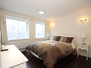 2 Bedroom 1 Bath Apartment in Leicester Square
