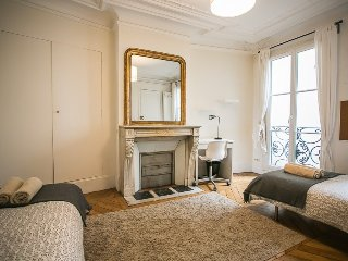 Stylish, Cozy 2-BR Apt in 6th Arr., París