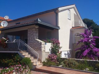 Large holiday house only 30 min from vibrant Zadar, Biograd na Moru