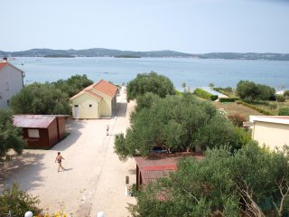 Modern 3-people apartment directly on beach!, Biograd na Moru