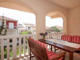 Kaktus- Comfort One Bedroom Apartment with Terrace, Supetar