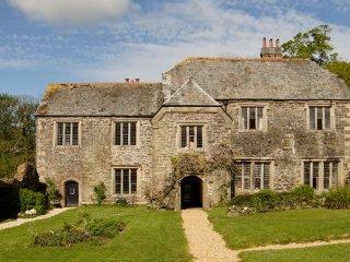 Treguddick Manor - Beautiful Historic House