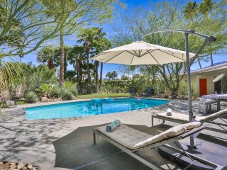 Serene Retreat - Luxurious Midcentury Beauty, Palm Springs