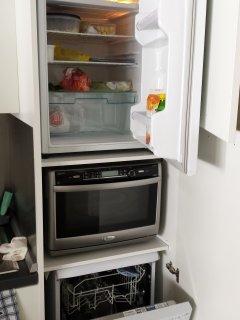lavastoviglie forno micronde e frigorifero