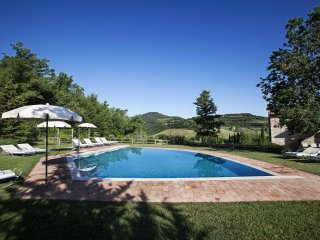 Podere Monti, 7 bedrooms villa near Montepulciano. Private pool, A/C and Wi-Fi!