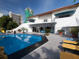 5 Bed - Gym,Pool, Central Phratamnak, Jomtien Beach