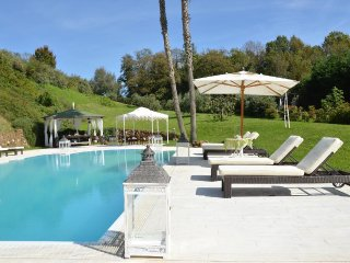 LUXURY VILLA POOL,TENNIS,SPA FAR  40 KM FROM ROME, Genazzano