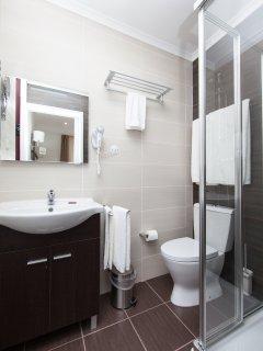 House T2- 2 bedroom + Living Room + Kitchen + Bathroom Total 6 Pax  (Bedroom w/ Private Bathroom)