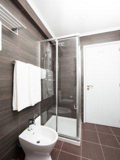 House T2- 2 bedroom + Living Room + Kitchen + Bathroom Total 6 Pax  (Bathroom)