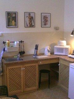 Kitchenette, double plate, water kettle, toast machine, coffee moka machine, fridge, microwave