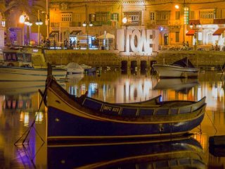 Just 3 minutes walk from Spinola Bay
