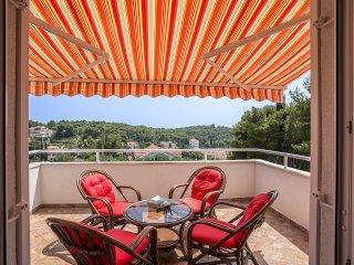 Villa Maslinica - New villa with a swimming pool
