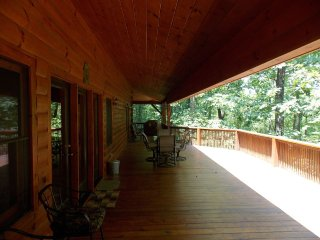 Beautiful 6 BR Log Cabin Located in Smoky Mtns, Franklin