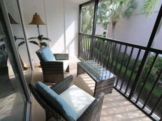 Siesta Key NEW 2 Bedroom/2Ba, Walk to Beach, POOL