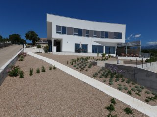 "Brand new Villa ""Little Maria"" with pool, Posedarje"