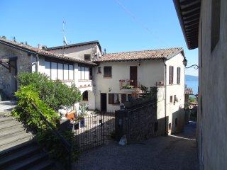 Bilocale in borgo antico sul Garda