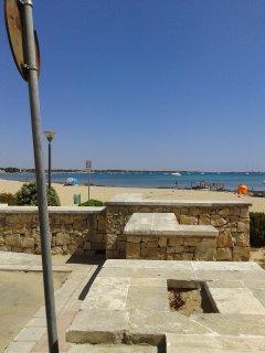 spiaggia a pochi metri dall'appartamento