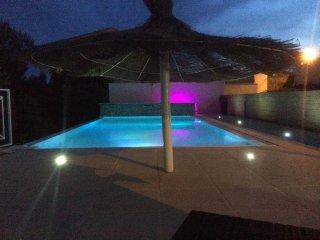 villa piscine chauffé spa proche baux de provence