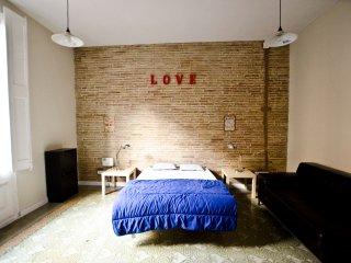AMAZING LOFT APARTMENT 4 COUPLES OR SMALL FAMILIES, Barcelona