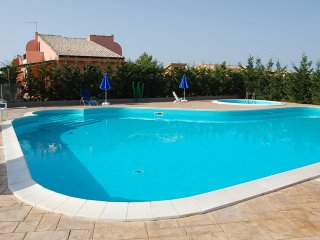 VILLA LILIANNA, SWIMMING POOL of residence, BEACH
