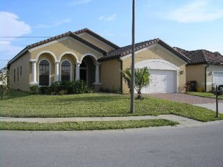 Lovely 4 Bedroom 3 Bath Pool Home in Villa Sorrento. 403VSC, Haines City
