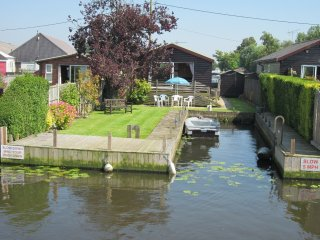 Watersedge Cottages, Riverside, Brundall, Norfolk Broads