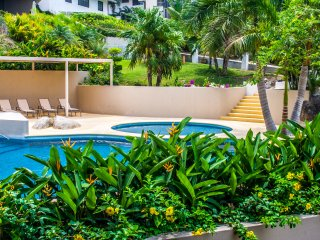 3 Bedroom Condo - Direct Beach Access & Amenities, Crucecita