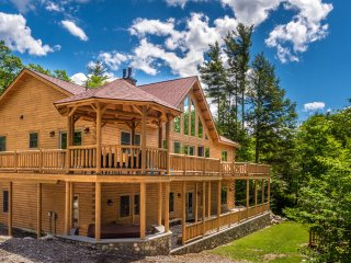 Luxury Cedar Log Home 1 Mile to Slopes, Newry