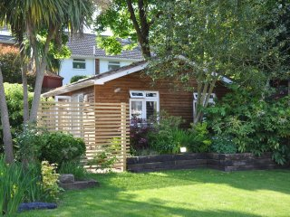 Unique Luxury Detached Studio Lodge, Bournemouth