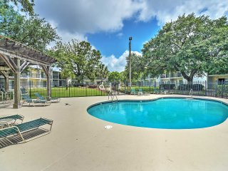 Beautifully Furnished 1BR Condo in Ocean Springs w/Wifi, Marina & Pool Access - Minutes to Biloxi, Gulfport, Beaches, & More!