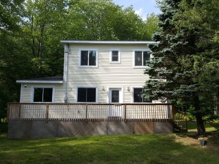 Newly Renovated 3BR Home Across from Lake, Pocono Lake