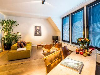Aplace Antwerp: splendid third floor city flat with a gorgeous view - located in the fashion district area, Amberes