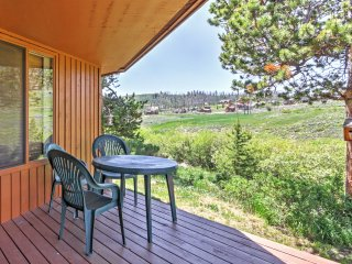 Bright 1BR Grand Lake Condo w/Gas Fireplace, Huge Deck & Blissful Rocky Mountain Views -  Minutes to Fantastic National Parks & Shores of Grand Lake! Steps from the Clubhouse & Stillwater Grill!