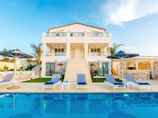 Luxury villa, 12-14 persons, near Heraklion city, Kokkini Hani