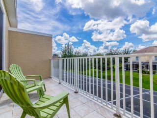New 3 bed 3 bath town home, south facing pool, Clermont