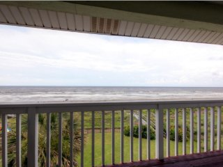 Gorgeous 3BR Galveston House w/Wifi, Private Balcony & Mesmerizing Beach Views - Instant Access to Gulf of Mexico & Galveston Attractions!