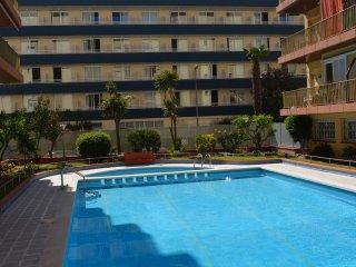 Apartamento con piscina a 500 metros de la playa