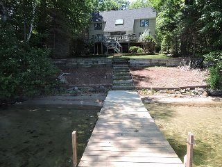 Lake Kanasatka Waterfront-3BR, 2 BA, SAND BEACH, Moultonborough