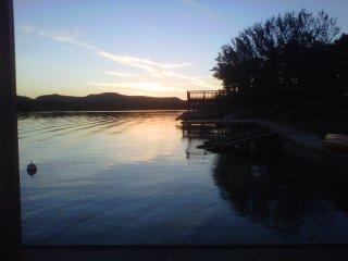 Sugarek Lakeside Retreat- Texas Cottage