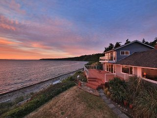 Waterfront home with private beach access. 3 bed, 2 bath. (245)