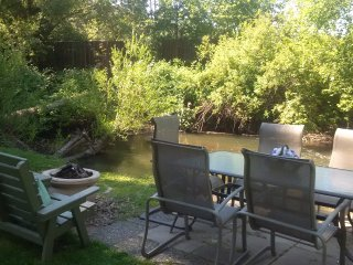 Creek Side Oasis With Pool and Hot Tub, Vernon