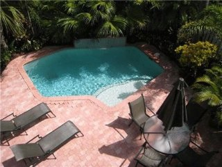 Paradise Rental Retreats Private Beach, Lauderdale by the Sea