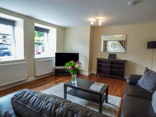 QUEEN ANNE SUITE, luxury apartment, WiFi, shared patio, wonderful property, in S