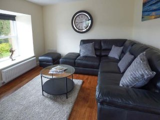 QUEEN ELIZABETH SUITE, penthouse apartment, WiFi, small balcony, shared patio, luxury property, in Stanhope, Ref 920803