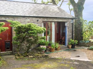 THE CALF SHED all ground floor, WiFi, beautiful countryside in Longnor Ref 938003