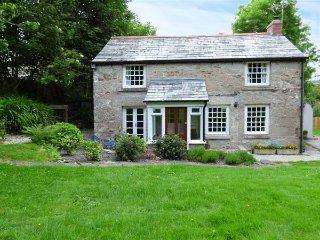 WESTSIDE COTTAGE, 18th century, woodburner, lawned garden, Cardinham, Bodmin, Ref 939525