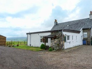 KILBRIDE COTTAGE, lawned garden, close to beaches, lovely views, Campbeltown, Ref 939863